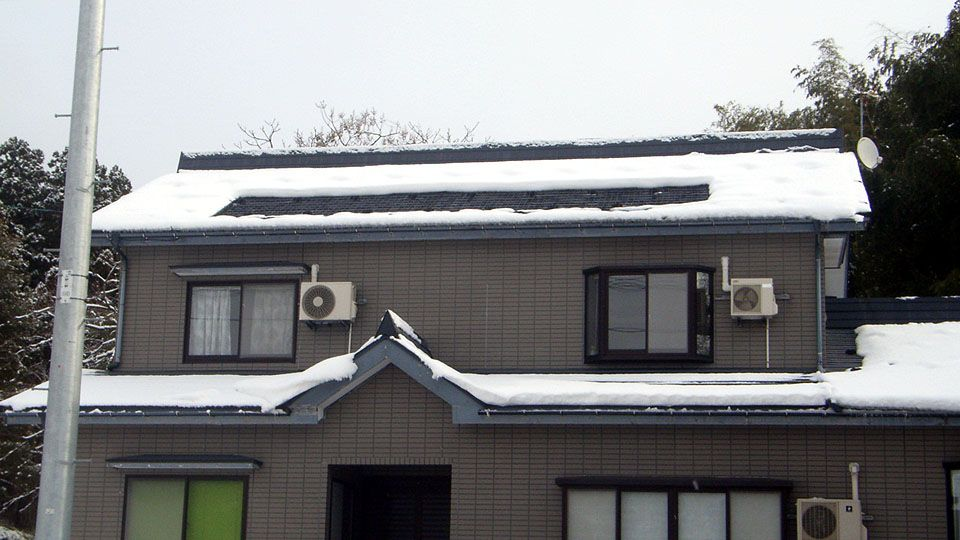 融雪ネットの敷設屋根の融雪状況
