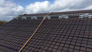 融雪ネットを高野山調整池見張所屋根に施工