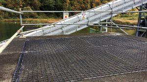 融雪ネットを浅貝川調整池見張所屋根に施工