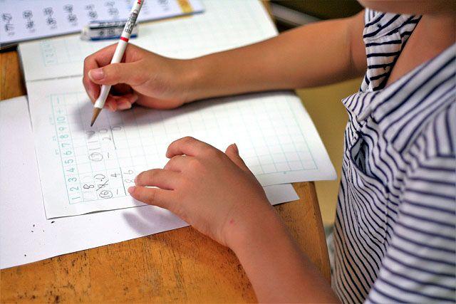 公立小・中学校の教室へのエアコン設置を支援する緊急対策