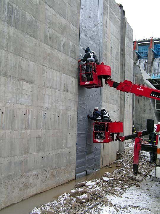 冬期間のダム堤体工事の施工例①