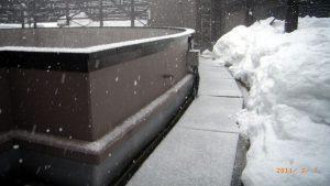 「融雪マット」を使えば、安全な通路が確保できます。