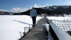 屋上の雪庇防止に融雪マットを敷設