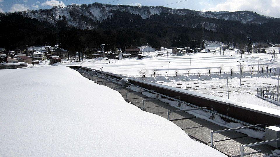屋上からの落雪防止に融雪マットを敷設