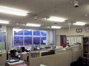 事務所、会議室にLED照明を導入しました。