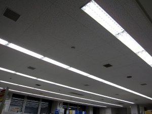事務所の蛍光灯を、LED照明に交換しました。