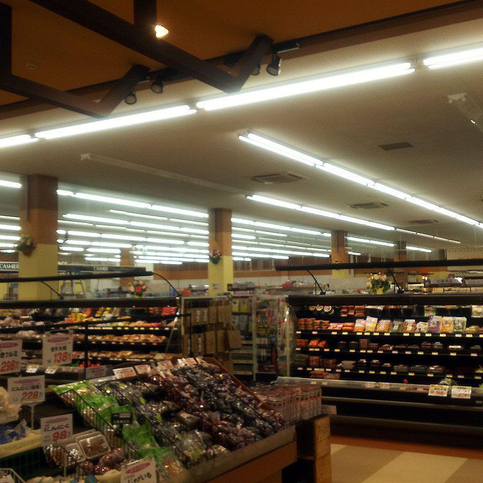 食品スーパーの蛍光灯をLED照明に交換しました②