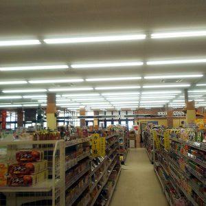 食品スーパーの蛍光灯をLED照明に交換しました①