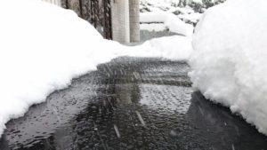 冬の凍結しやすい玄関先、通路、階段に 融雪マット