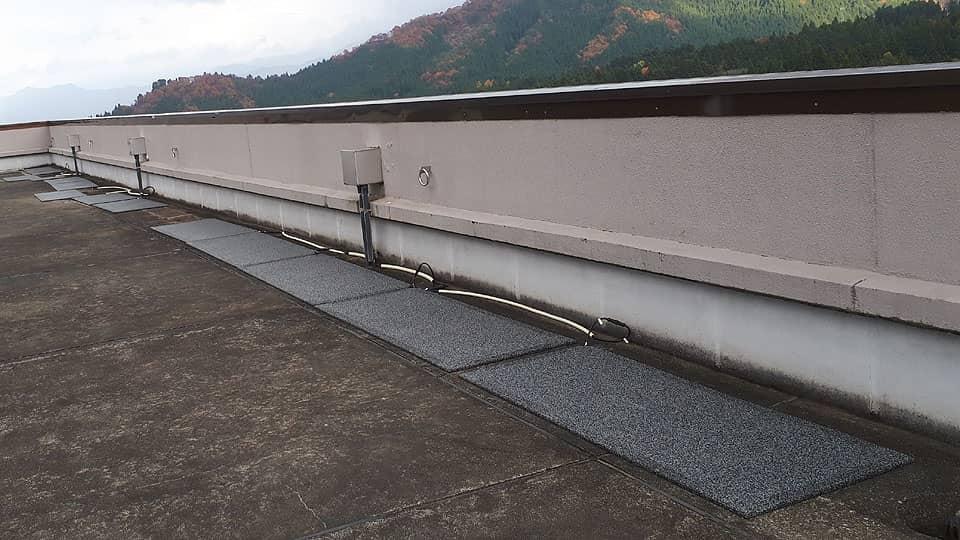 マンション屋上の落雪防止に融雪マットを使用
