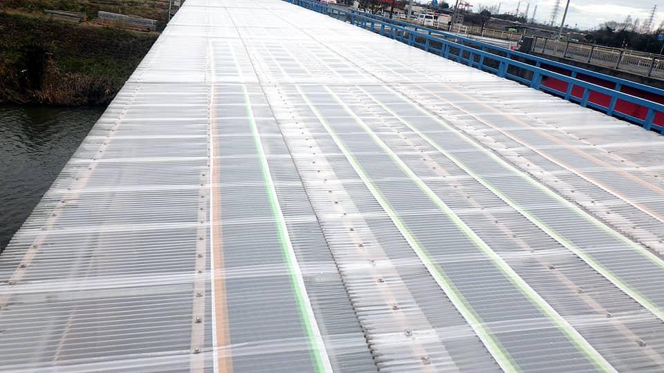 橋梁工事現場の仮設屋根にラップヒートを敷設2