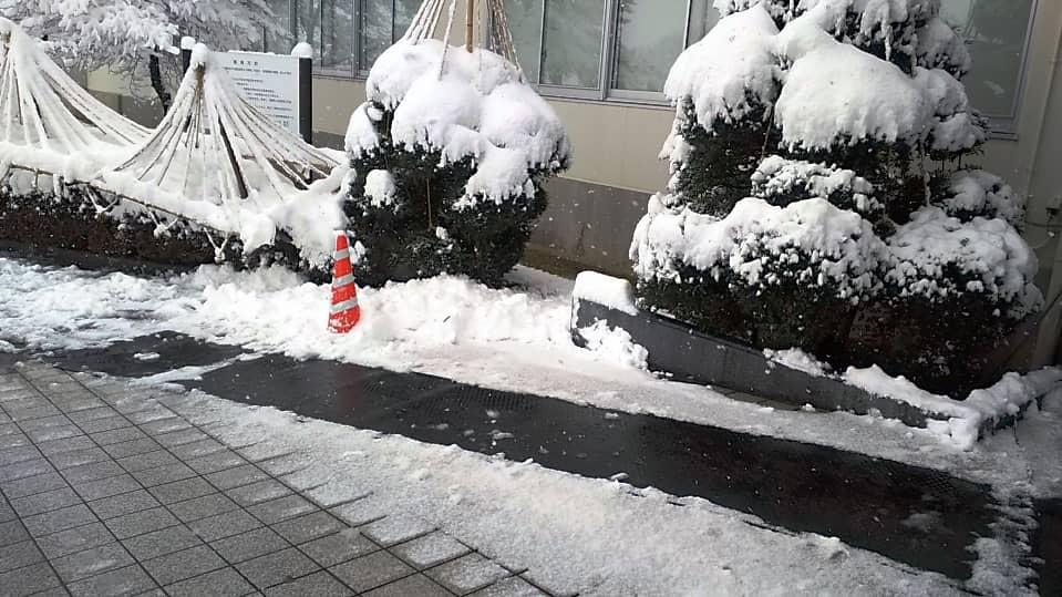 お客様用玄関前に融雪マットを施工しました。2