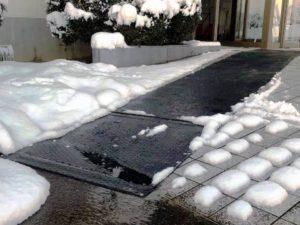 お客様用玄関前に融雪マットを施工しました。1