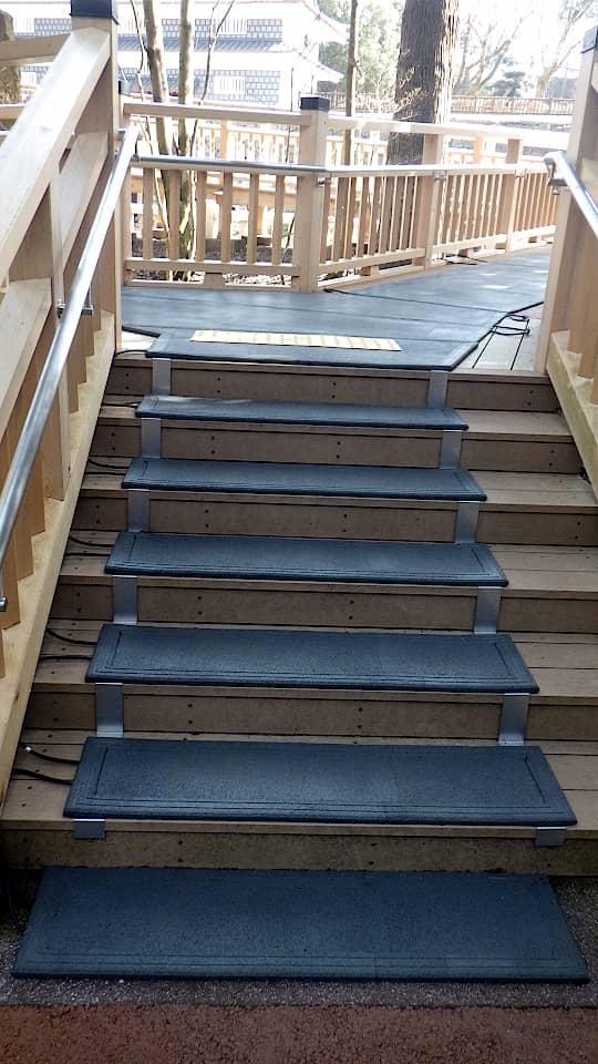 階段に融雪マットを敷設1